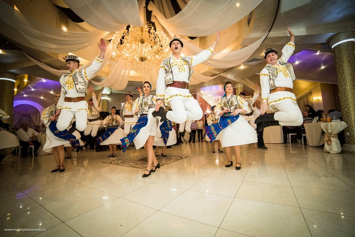 Dansuri populare
